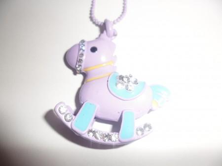 Lila Vagy Kék Színű Hintaló Ló Kristályos Nyaklánc
